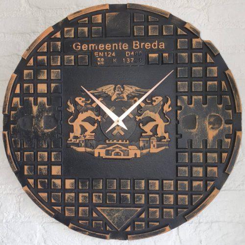 Putdekselklok Breda klein roestkleur 1100×1100